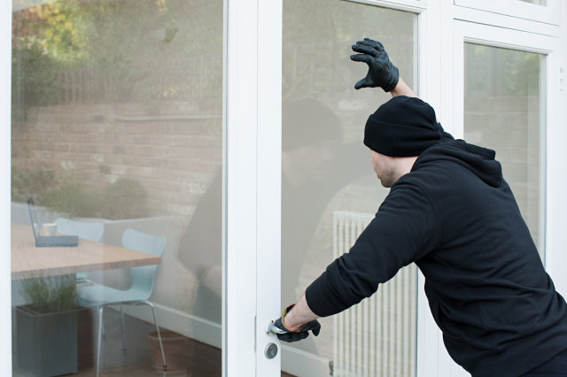 空き巣に入られたらどうする?警察の事後対応と必ずやるべき防犯対策