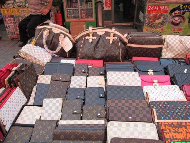ヤフオクで買ったブランド品が偽物だった時の返金方法と補償制度